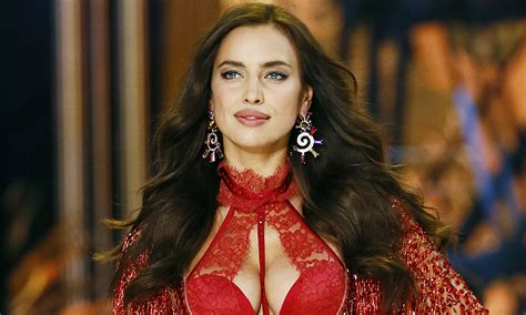 Irina Shayk Presume De Embarazo Sobre La Pasarela