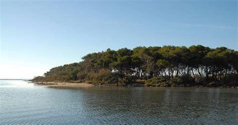 Isola Dei Conigli Porto Cesareo by L Isola Dei Conigli Di Porto Cesareo Assalita Dai Turisti
