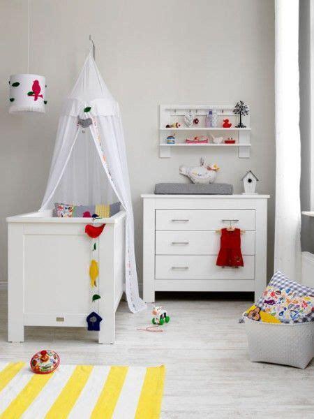 inspiratie inrichting babykamer wit met geel coming kids
