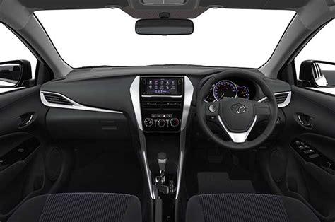 toyota yaris sedan   unveiled  auto expo news