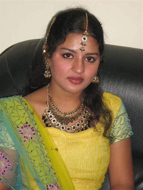 Hot Indian Aunties Sexy Photos Saree Pics Exbii Indian Aunty