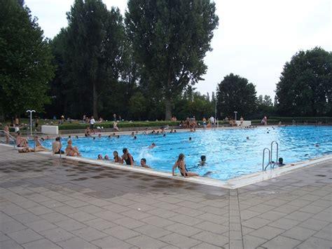 Freizeit Impressionen  Schwimmbäder Badenwürttemberg