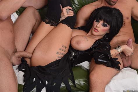 Joslyn James Busty Goth Babe Gets Double Penetrated In