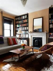 Teppich Im Wohnzimmer : kuhfell teppich ein frischer interieur akzent ~ Frokenaadalensverden.com Haus und Dekorationen