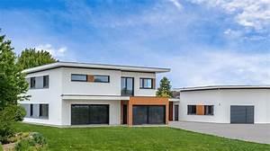 Haus Mit 2 Wohnungen Bauen : albert haus wohnen und arbeiten in moderner villa mit flachdach und dachterrasse ~ A.2002-acura-tl-radio.info Haus und Dekorationen