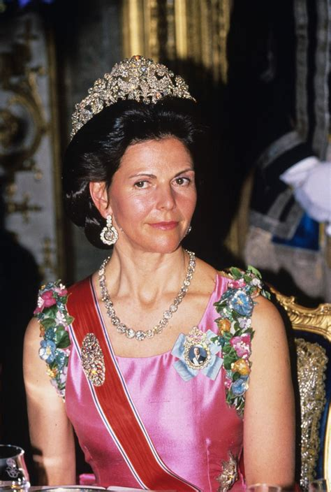Pin on Crowns, Tiaras and Other Hair Adornments