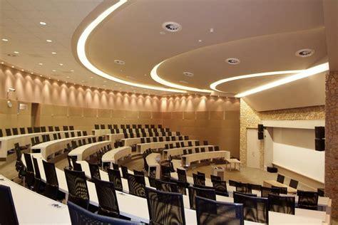 standard bank global leadership centre solid green