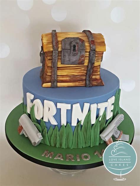 celebration love island cakes