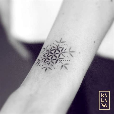 mixed snowflake  flower  life  dotwork tatouage