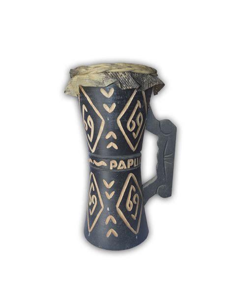 Alat musik dari papua satu ini begitu unik, terbuat dari bahan bambu wulu. Alat Musik Tifa Papua - Jenis, Fungsi, Bentuk, Cara Memainkan, Bahan Pembuatan, Notasi dan ...