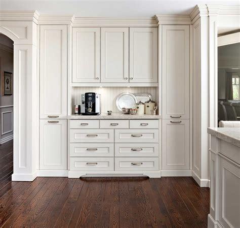 plan de cuisine cuisine cuisine blanche et plan de travail bois avec