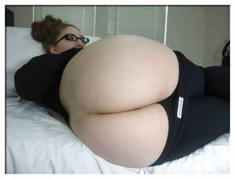 Cooch Blond Butt Cracked By 2 Blk Large Anal Pawg Phat Holes Round Squat Whooty Nubile Amazing Huge