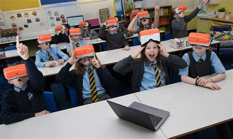 Council gives virtual reality headsets to all schools