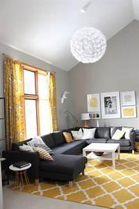 1001 variantes de salon gris et jaune pour vous inspirer With tapis de yoga avec grand canape gris