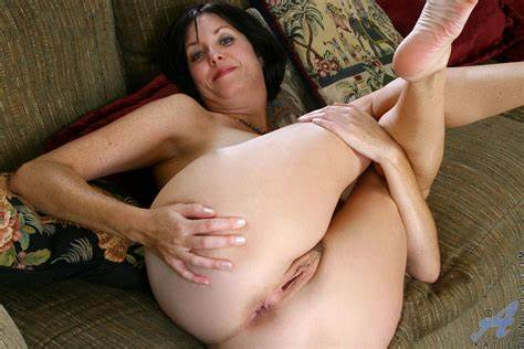 Sloppy Italian Mom Group Enticing Vixen Wifes Open Her Gash And Dips Finger