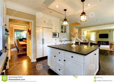 grande cuisine moderne grande cuisine moderne blanche de luxe image stock image 21974773