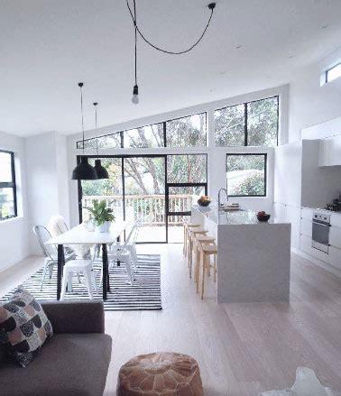 cuisine blanche ouverte sur salon cuisine ouverte meubles et peinture blanche sur salon gris