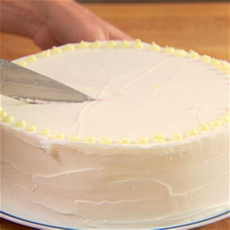 how to cut a cake the best way to cut cakes tips for cutting cake