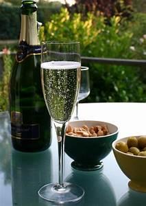 Flute A Champagne : champagne glass wikipedia ~ Teatrodelosmanantiales.com Idées de Décoration