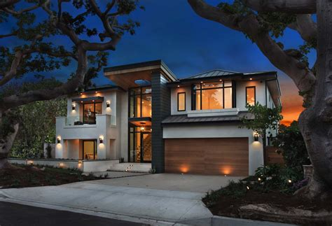 Modern Houses : An Ultra-modern Home Infused With Warmth In Newport Beach