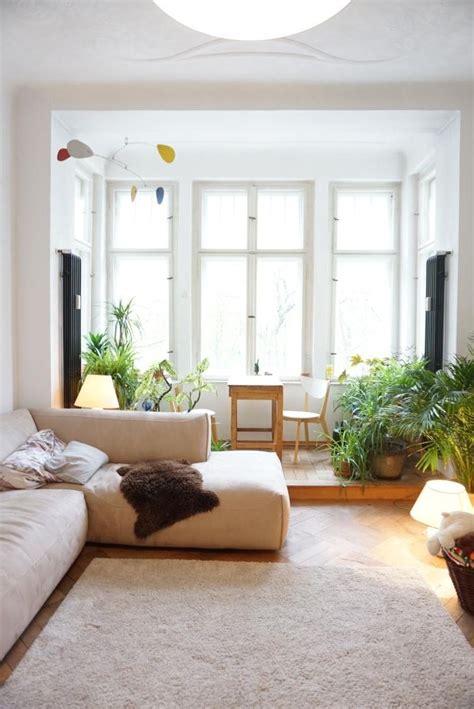 Wohnzimmer Einrichten Tipps by Helles Sonnendurchflutetes Wohnzimmer Mit Gro 223 Em Erker