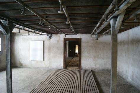 chambre a gaz faux vue depuis la chambre à gaz photo de lublin lublin