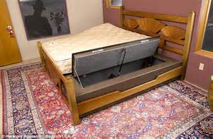 Introducing the bed bunker... where you can sleep soundly ...