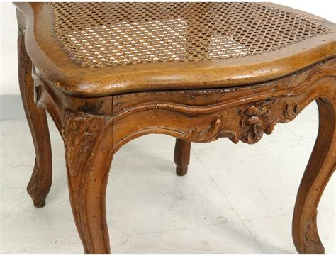 chaise noyer chaise louis xv cannée noyer sculpté fleurs antique