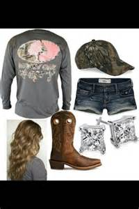 Country Girl Outfits with Boots and Camo