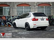 Alpine White BMW X5M on 22
