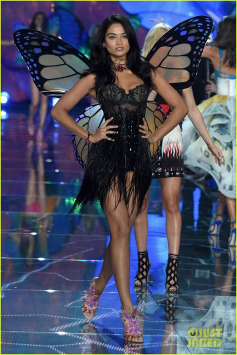 Martha Hunt Stella Maxwell Make Their Angel Debuts At Victoria S Secret Fashion Show