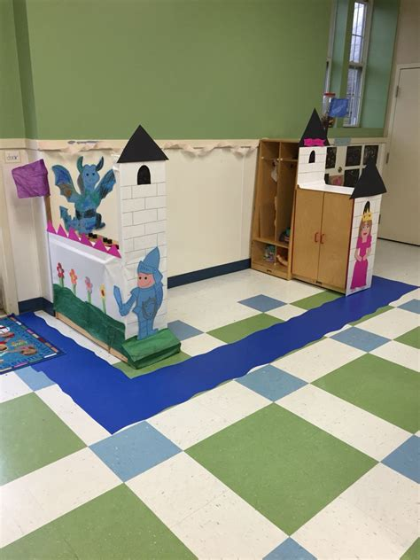 preschool castle for our dramatic play filled the wall 580 | 5c2389de63516eb18b8c171460a21d96