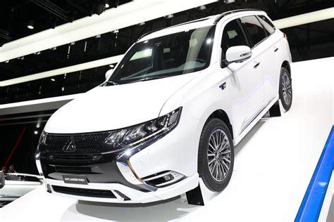 Updated Mitsubishi Outlander Phev Debuts In Geneva
