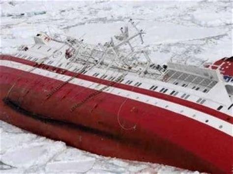 cruise ship sinking 2007 tourism boom threatens antarctica
