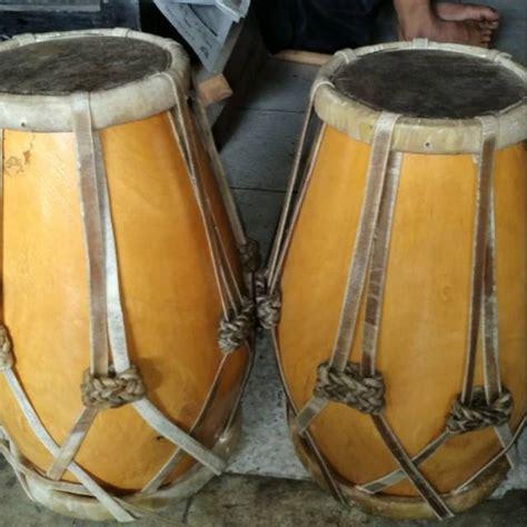 Adapun alat musik ritmis ini dimainkan dengan berbagai cara yang terbilang mudah. 50+ Nama Alat Musik Tradisional Indonesia, Gambar, Cara Memainkan