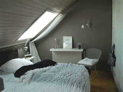 Schlafzimmer Mit Schräge by Zimmer Mit Schr 228 Ge Einrichten Watersoftnerguide