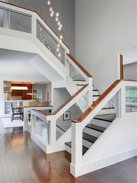 Designs d'escaliers avec garde corps en verre   Archzine.fr