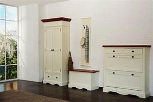 Sitztruhe Weiß Holz : truhe gotland pinie massiv wei gebeizt lackiert ~ Markanthonyermac.com Haus und Dekorationen
