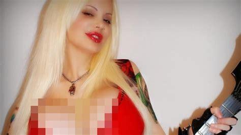 wanita  disebut punya payudara terbesar sejagat