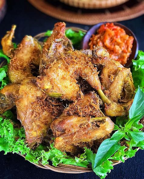Berikut ini resepnya yang bisa dipraktikkan. Resep Ayam Goreng Lengkuas Khas Sunda Yang Enak Gurih dan Empuk