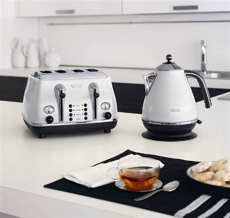 Delonghi Icona Kettle And Toaster Black by Delonghi Kettles Reviews