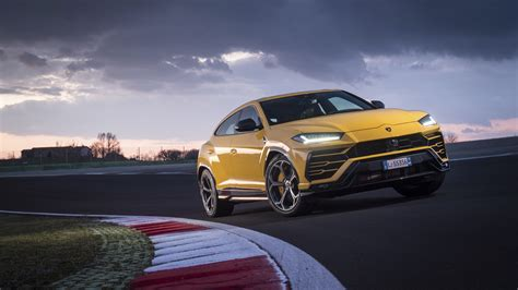 Lamborghini Urus Picture by Lamborghini Urus Shiny Black Package 2018 4k 3 Wallpaper