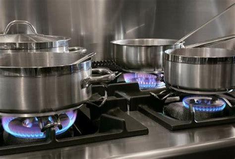 choose  buy cookware guide  choosing cookware choosing pots  pans