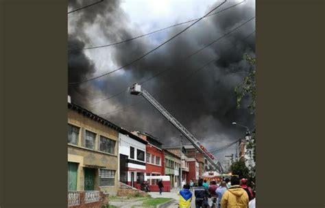 Bogotá Voraz Incendio Consumió Una Bodega En Kennedy