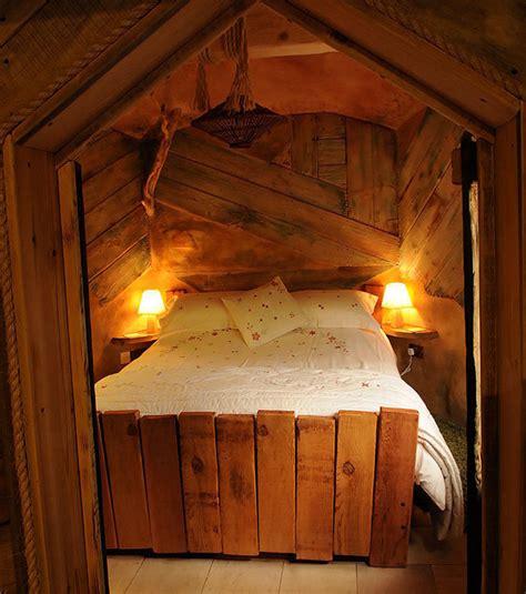 cabane de chambre photo la chambre à coucher de la cabane la plus luxueuse