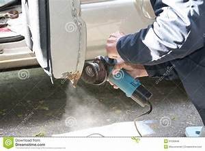 Rost Entfernen Auto Kosten : auto reparatur die reibt um rost zu entfernen stockbild bild von reparatur metall 31232849 ~ Watch28wear.com Haus und Dekorationen