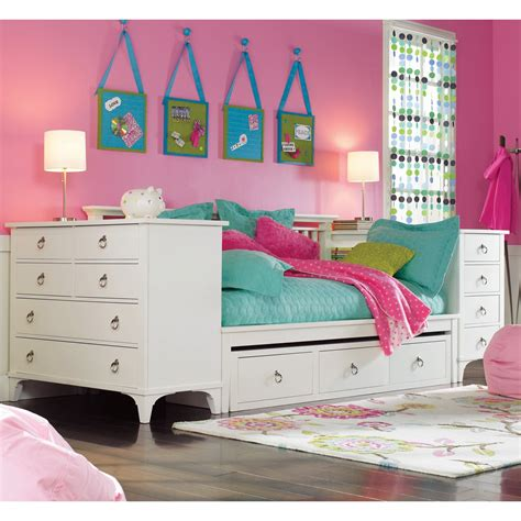Girls Room Features White Wood Daybed With Storage   Decofurnish