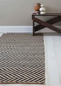 12 tapis de couloir au design unique pour un hall d39entree for Tapis couloir avec canapé au sol modulable