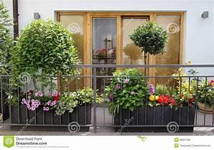 Schöne Moderne Bilder : sch ne moderne terrasse mit vielen blumen stockfoto bild ~ Michelbontemps.com Haus und Dekorationen