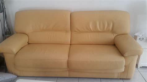 canap cuir jaune repeindre mon canapé en cuir jaune clair sofolk